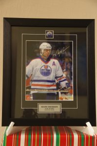 Mark Messier Signed Pring (The Stare)